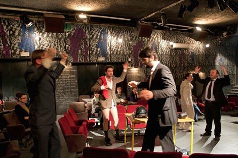 Bacači sjenki: Muški - ženski / Ženske - muške, red. Katarina Pejović i Boris Bakal, foto: shadowcasters.blogspot.com, 2011.